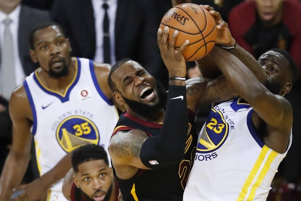 69d22bb00 NBA  Warriors contêm a ofensiva de um LeBron James antológico ...