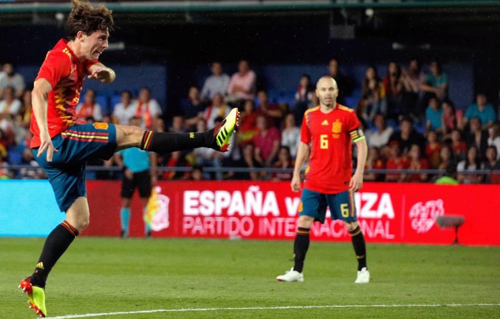 Resultado de imagen de España, ya en Rusia, juega un amistoso frente a Túnez