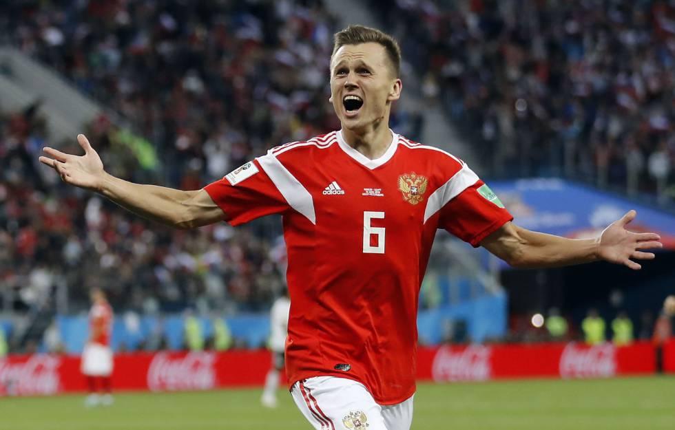 Denis Cheryshev celebra su gol a Egipto.