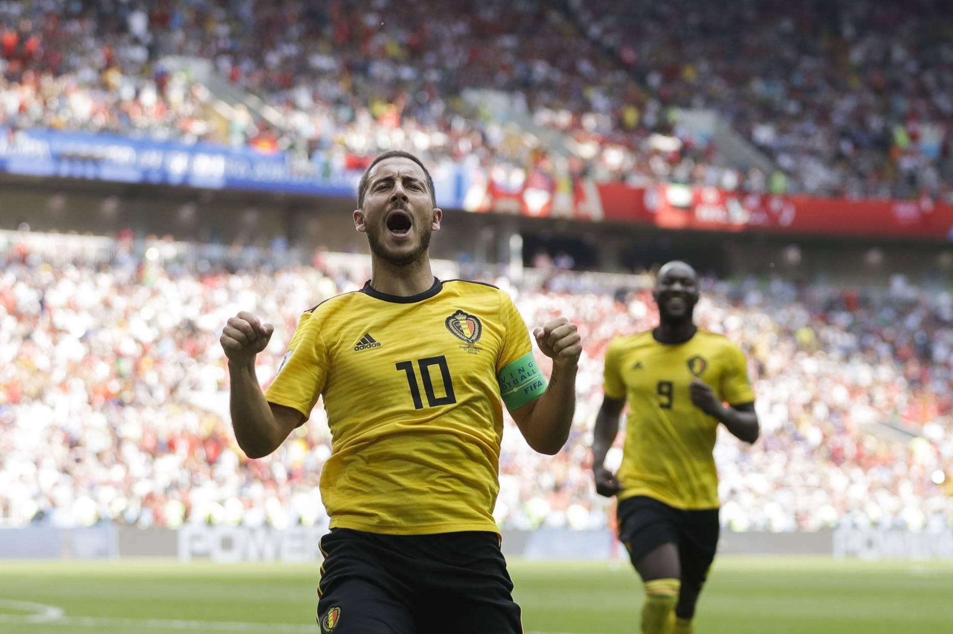 Hazard celebra el cuarto gol de Bélgica, con Lukaku en segundo término. MATTHIAS SCHRADER AP