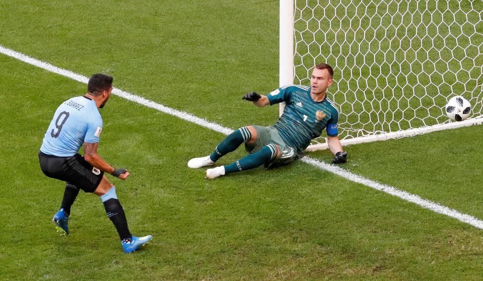 190166dcf337e Uruguay golea a Rusia (3-0) y se afianza de cara a los octavos de ...
