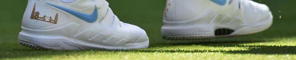 Federer luce Nike en el calzado, este lunes en Wimbledon.