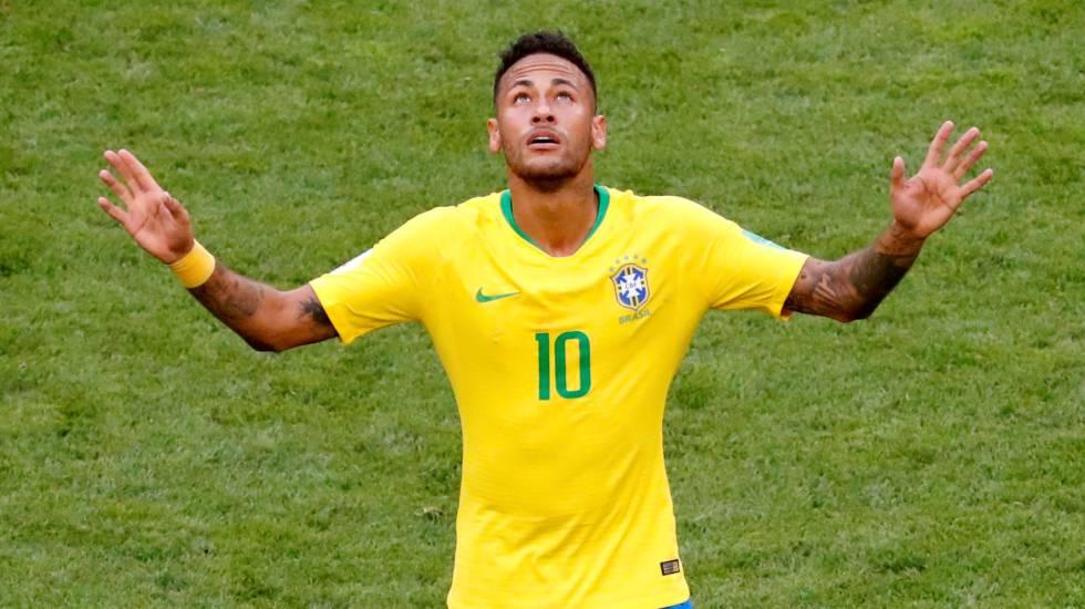 Neymar celebrates su gol a México.