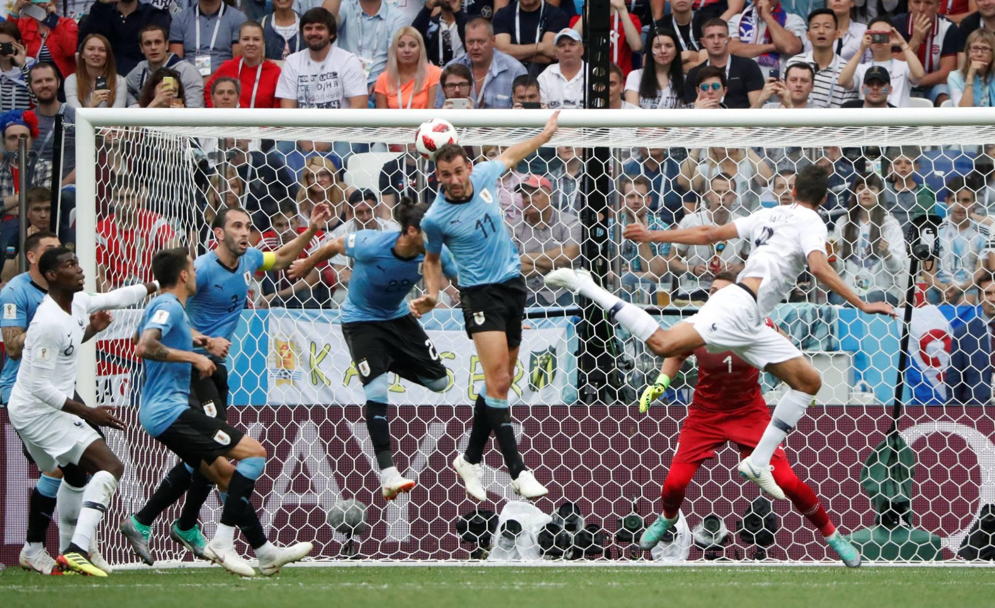 Varane cabecea para hacer el primer gol. GRIGORY DUKOR REUTERS