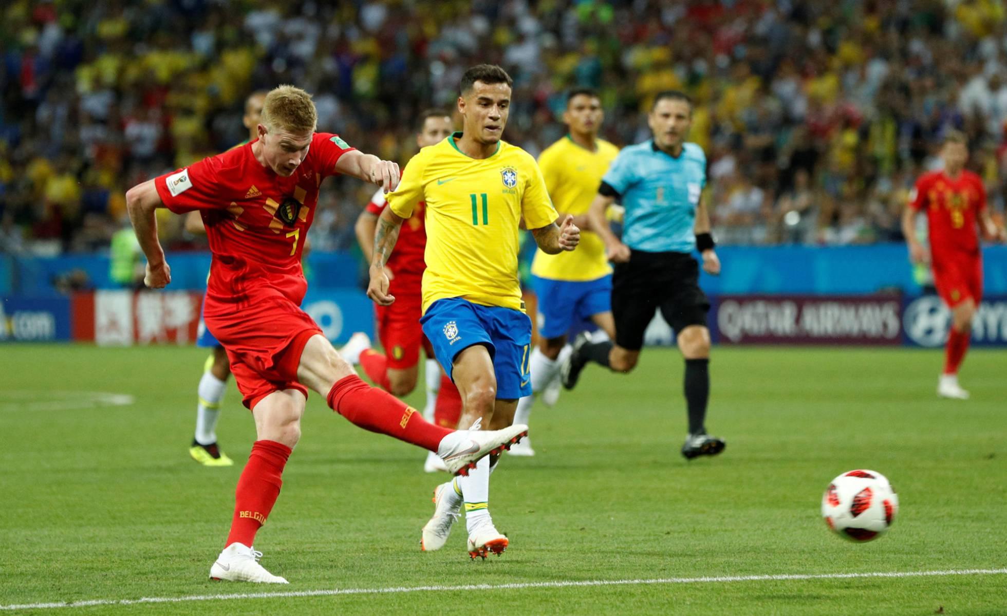 De Bruyne dispara en el segundo gol. JOHN SIBLEY REUTERS