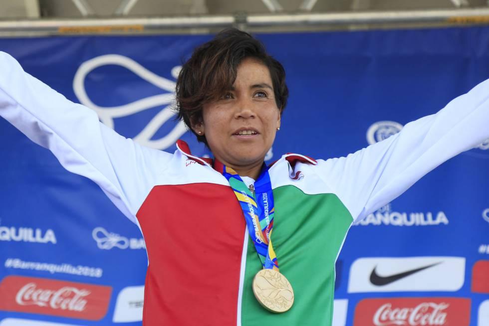 La mexicana Madai Pérez, tras ganar la carrera el maratón femenino en los XXIII Juegos Centroamericanos y del Caribe 2018