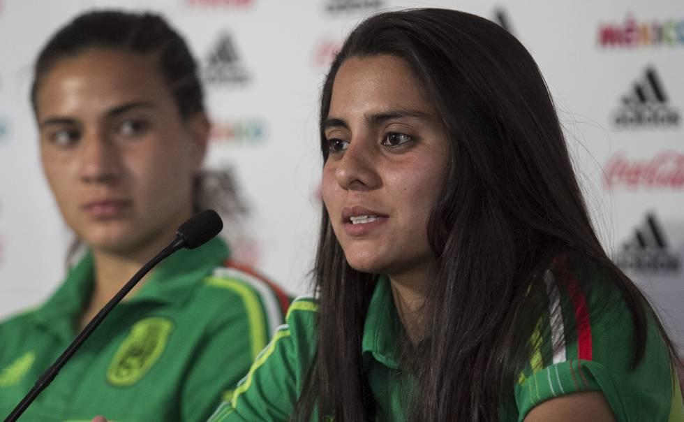 Robles, durante una conferencia d eprensa con México.