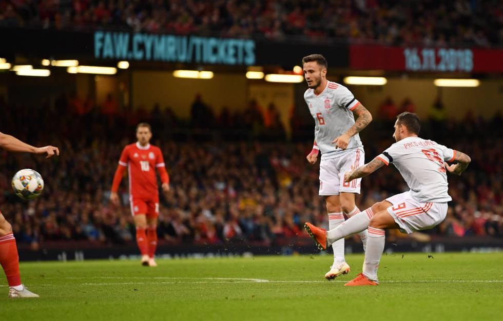Alcacer Marca El Primer Gol De Espana Dan Mullan Getty