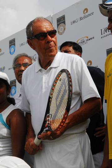 Nick Bollettieri, en una visita a la India.