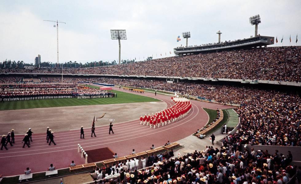 El estadio Olímpico Universitario el día de la inauguración.