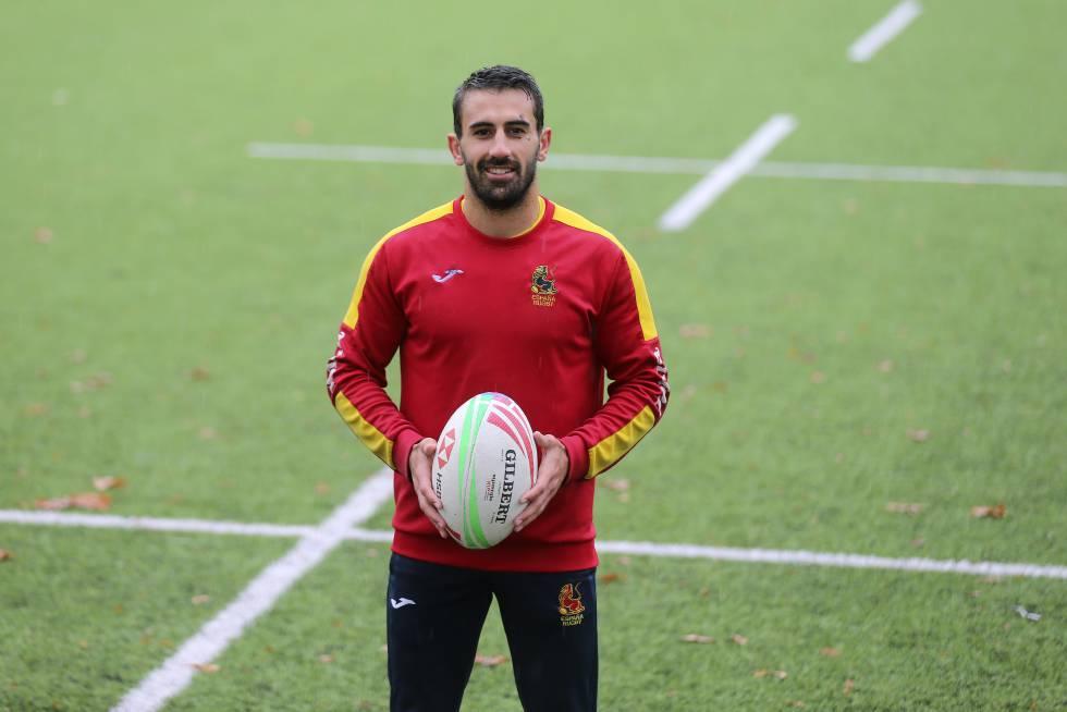 Pol Pla posa tras el entrenamiento de la selección de rugby a siete en Ciudad Universitaria.