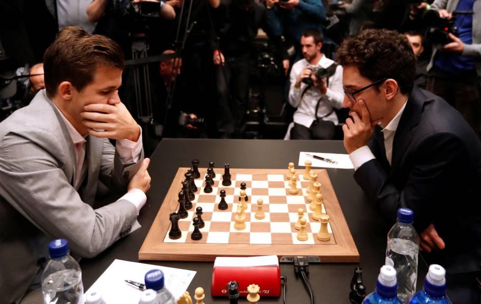 Magnus Carlsen y Fabiano Caruana en una de las partidas que han disputado en el Mundial de Ajedrez que se celebra en Londres.