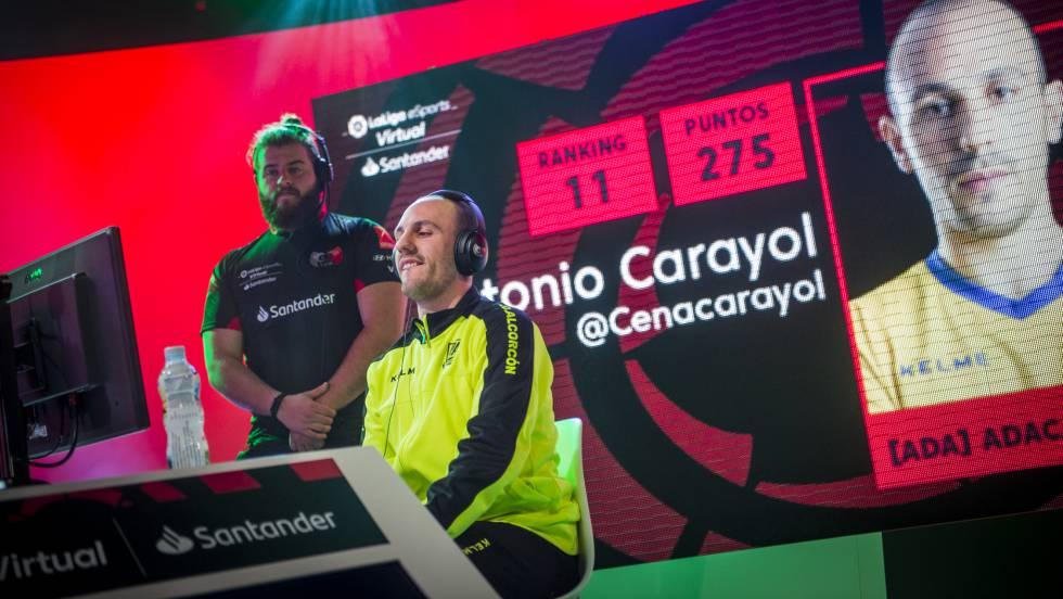Antonio Carayol con la indumentaria de la AD Alcorcón durante un partido de la Virtual LaLiga eSports Santander.