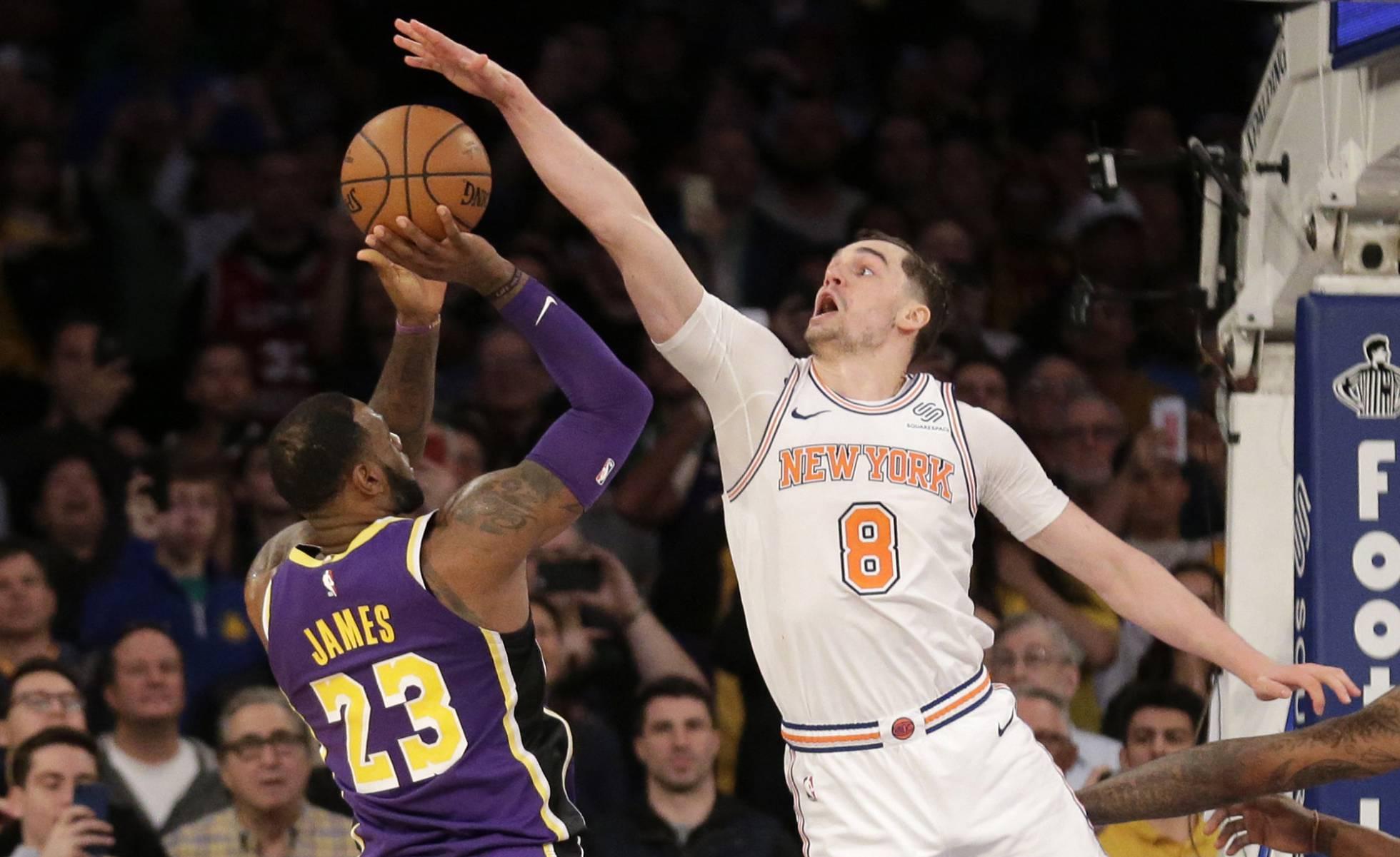 Un tapón decisivo de Hezonja retrata el calvario de LeBron James