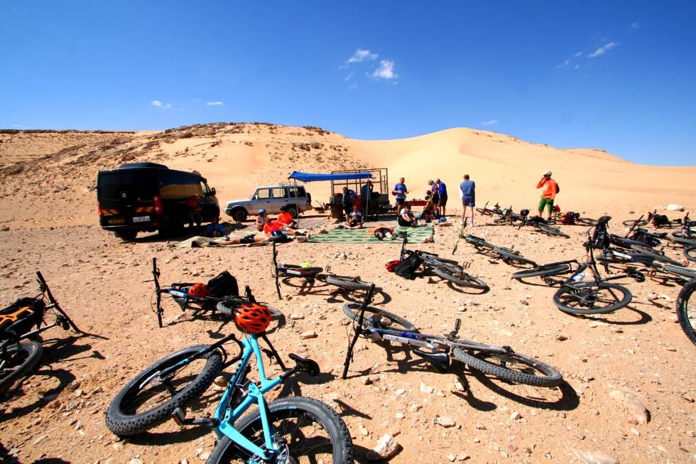 Punto de avituallamiento de Desert BikeAir.