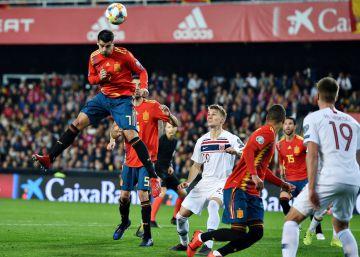 3b096277f La UEFA rectifica y España jugará a las 20.45 contra Islas Feroe en lugar  de a