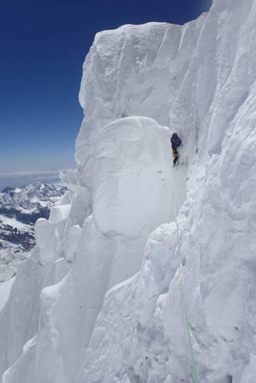 Sergey Nilov, en uno de los largos de la ruta, cerca de la arista sur de la montaña Jannu.