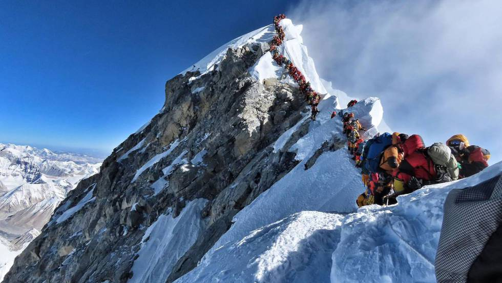 Em vídeo, congestionamento no Everest em 22 de maio (em espanhol).