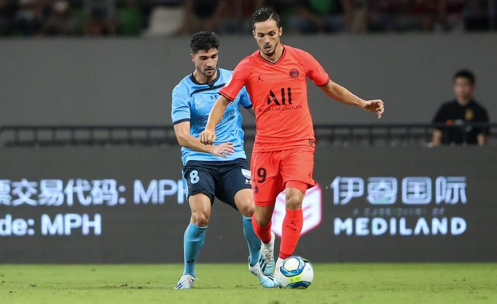 Pablo Sarabia, del PSG, conduce el balón en un amistoso de pretemporada ante el Sydney FC.