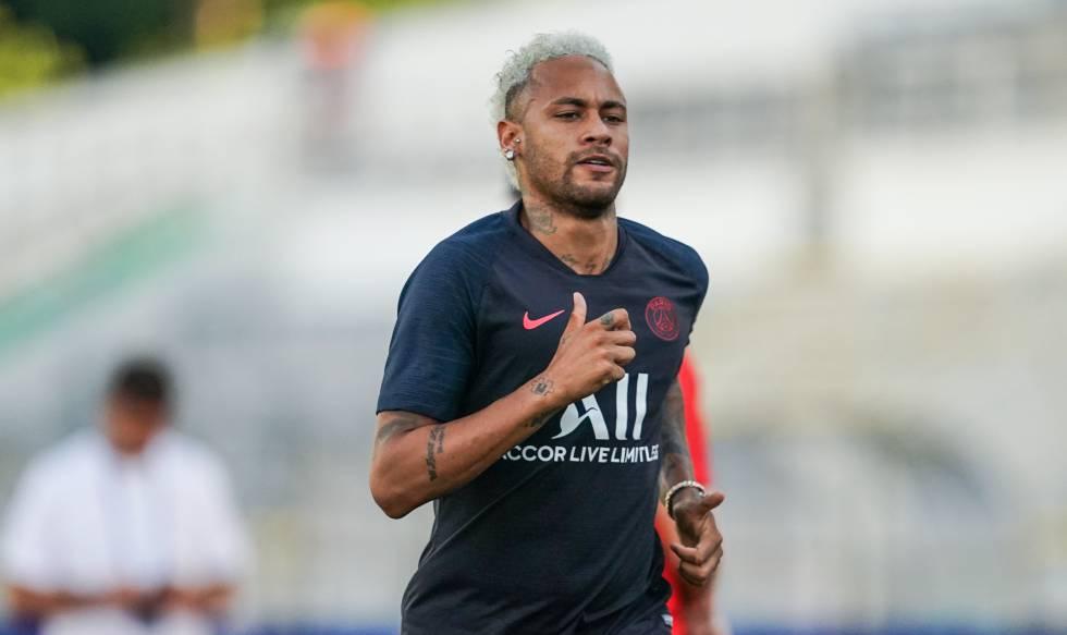 Neymar, durante un entrenamiento este julio.