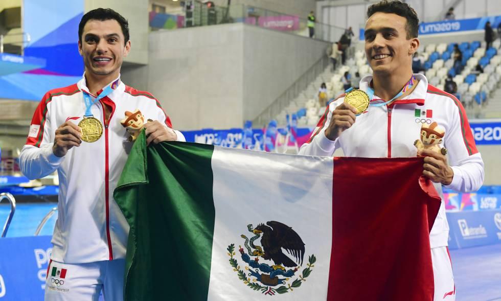 Los clavadistas mexicanos Yahel Castillo y Juan Manuel Celaya.