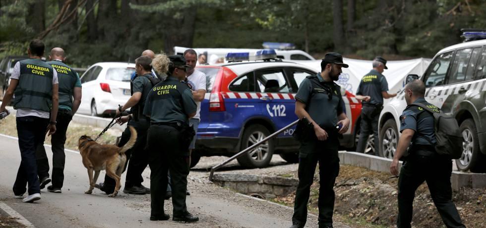 Agentes de la Guardia Civil durante la búsqueda de la exesquiadora.