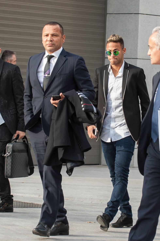 Neymar y su padre, en 2016 saliendo de la Audiencia Nacional.