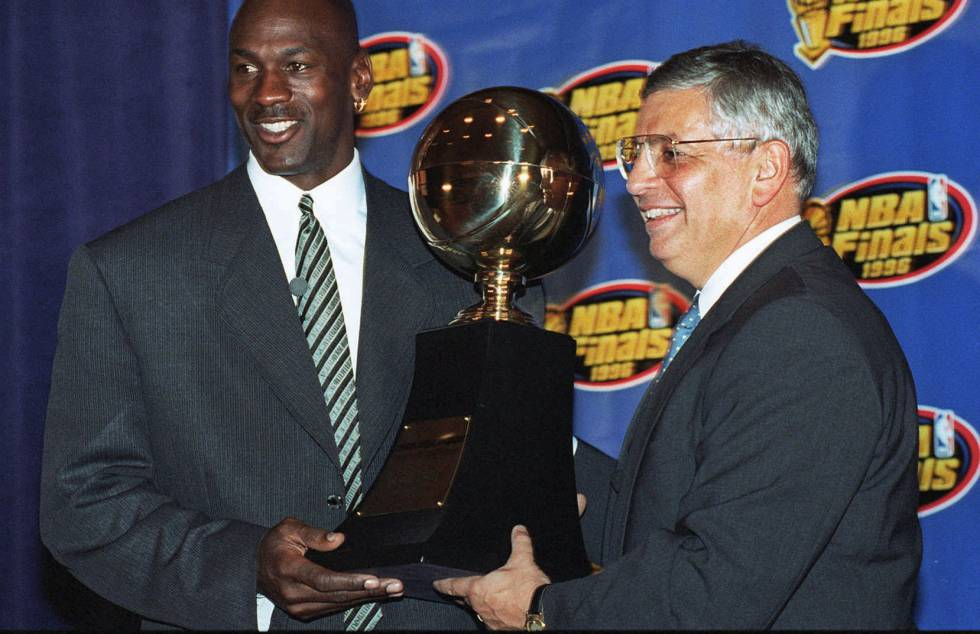 David Stern y Michael Jordan, en 1996.