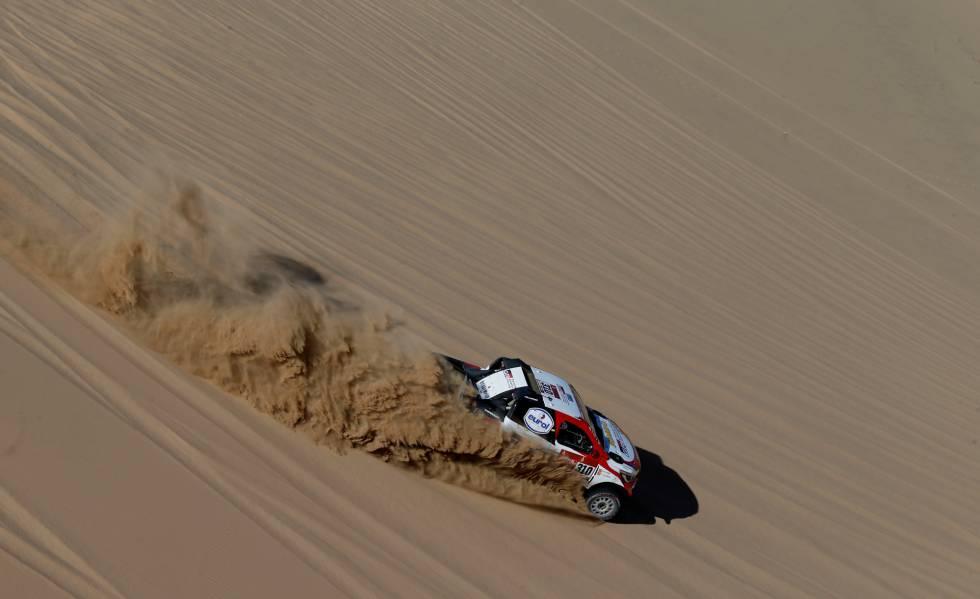 Fernando Alonso, con Toyota, ayer durante la primera etapa del Dakar, en Al Wajh, en Arabia Saudí.