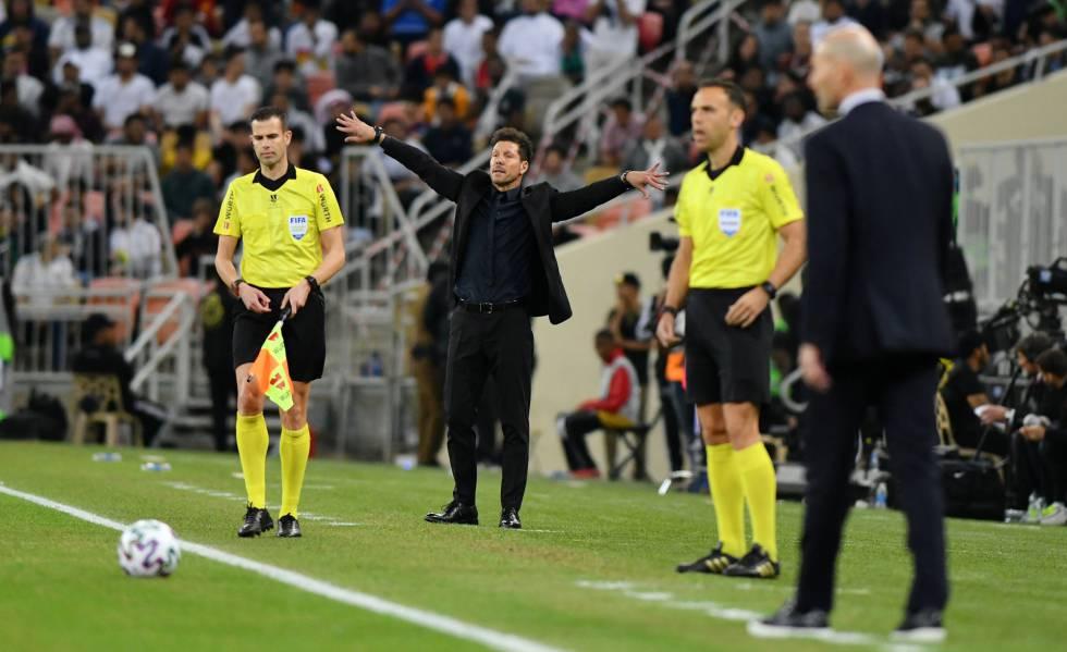Simeone, durante un momento del partido entre el Madrid y el Atlético.