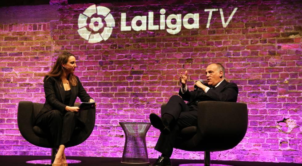 LaLiga-Bewohner Javier Tebas, interviewt von LaLigaTV-Moderator Semra Hunter bei der Vorstellung des neuen Senders.