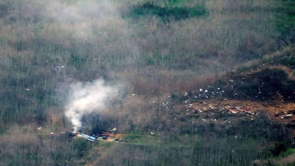 """El último vuelo de Kobe Bryant: """"Helicóptero N72EX, vuela demasiado bajo y no le podemos guiar"""""""