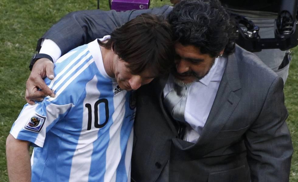 Messi y Maradona, en una imagen del Mundial de 2010 en Sudáfrica.