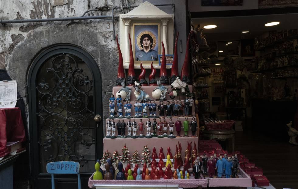 Uno de los altares dedicados a Maradona en el centro de Nápoles.