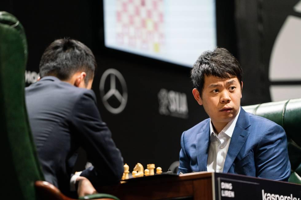 Hao Wang, al comienzo de la partida con su compatriota Liren Ding