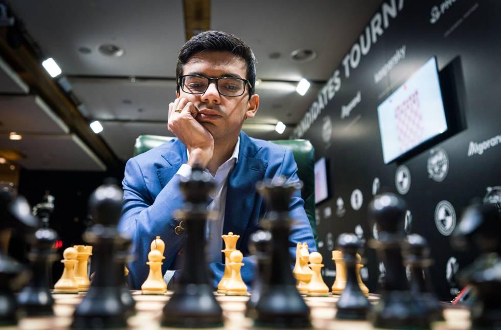 Anish Giri, al inicio de la partida de este domingo frente a Fabiano Caruana