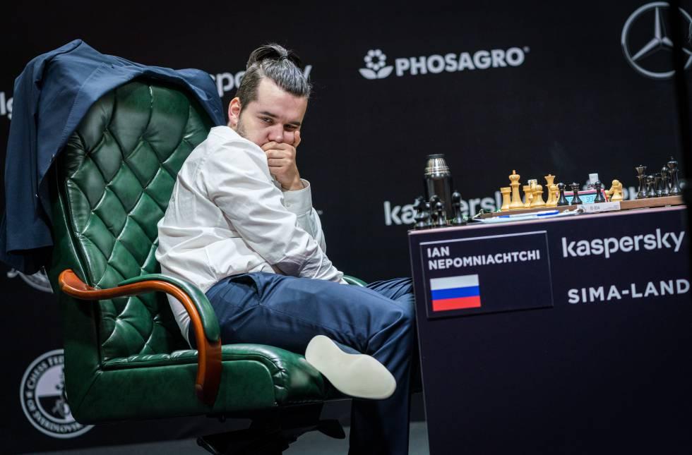 Niepómniachi durante la partida frente a Ding, en la que hizo las primeras 30 jugadas de memoria