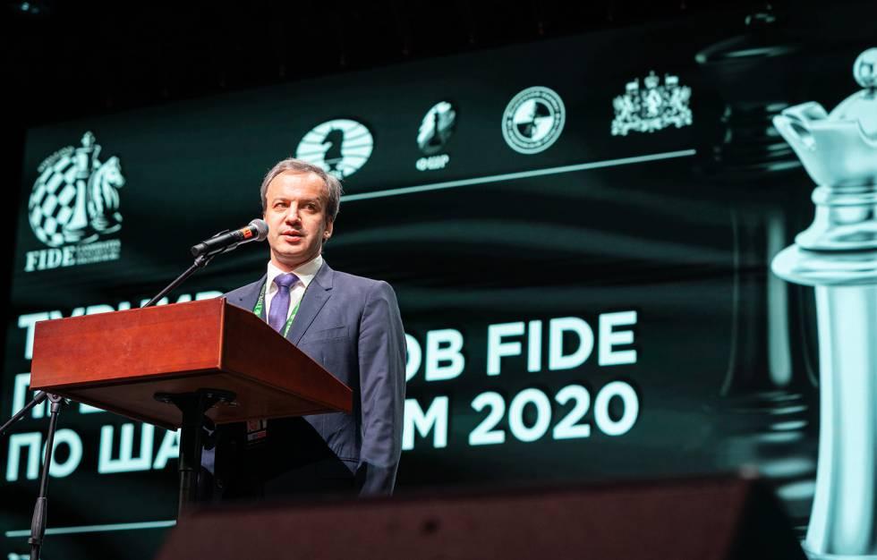 Arkady Dvorkóvich, presidente de la FIDE, durante el discurso inaugural del Torneo de Candidatos en Yekaterimburgo, el pasado día 16