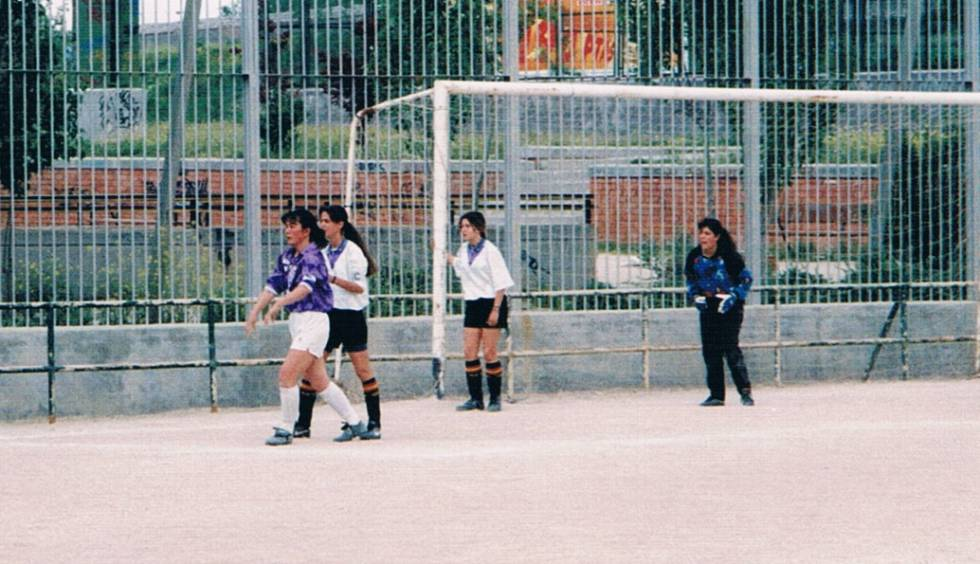 Yuriko Saeki, in violet, at La Elipa, where she played her first matches when she arrived in Spain in 1992.