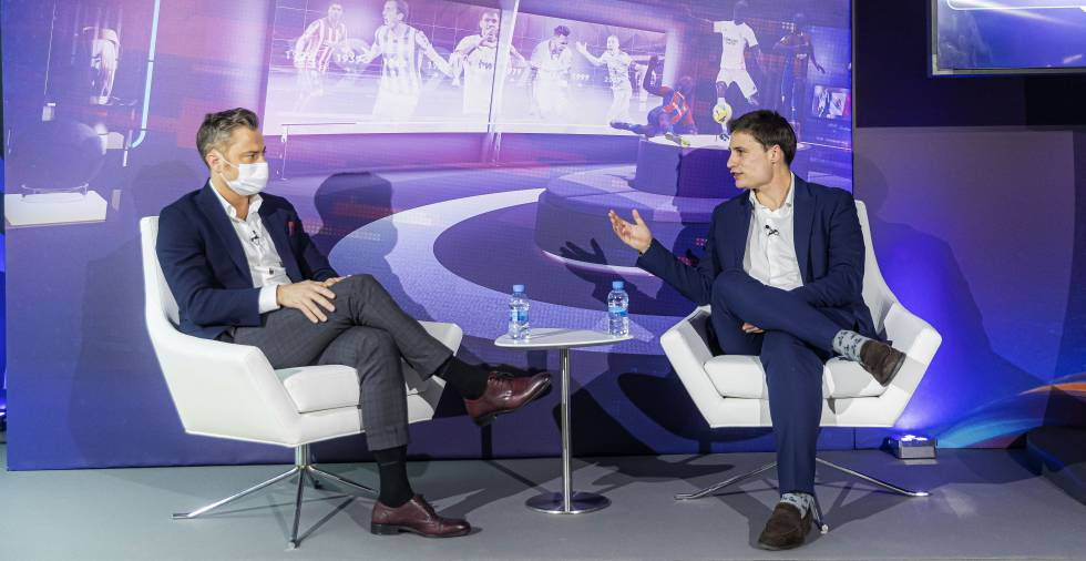 Manuel Gago (izquierda) y Oscar Mayo presentando LaLiga.