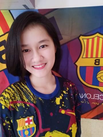 Chau Ngo Lien Tran posa con los colores del FC Barcelona, su equipo favorito.
