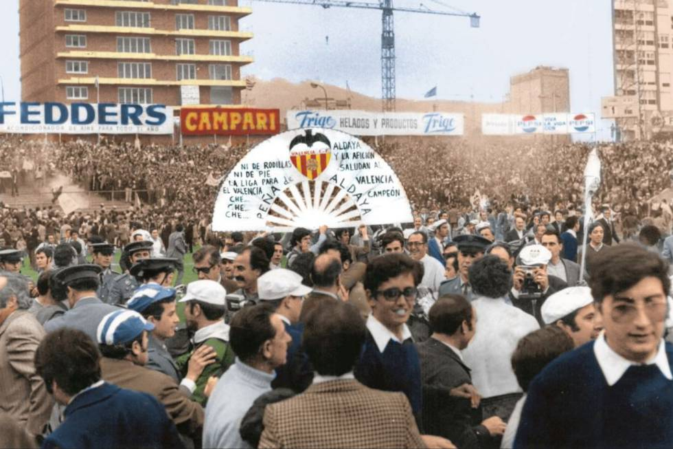 Celebration of the Valencian fans displaced to the Sarrià stadium, despite the defeat of their team that afternoon in 1971.
