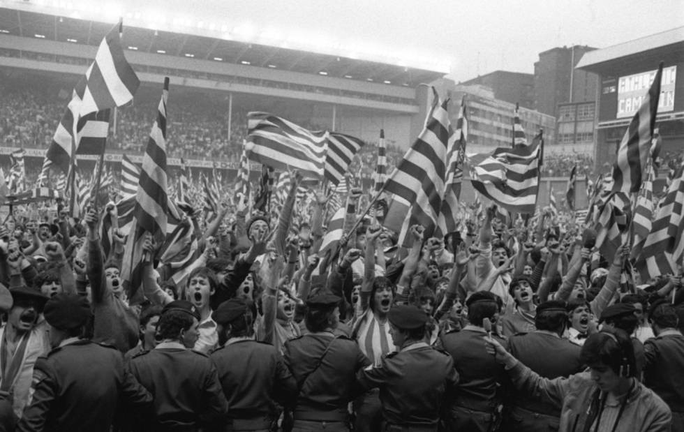 Athletic Club fans after winning the title in 1984.