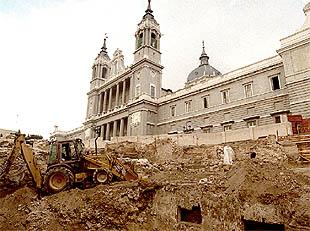 preparacin del terreno junto al palacio de oriente donde permanecen los restos