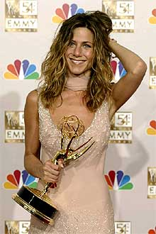 Jennifer Aniston recibe el Premio Emmy.
