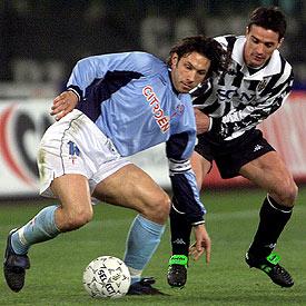 Mostovoi ante la Juventus (Foto: Reuters).