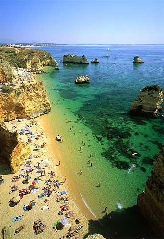 la fotognica playa de doa ana cerca de la localidad portuguesa de lagos en