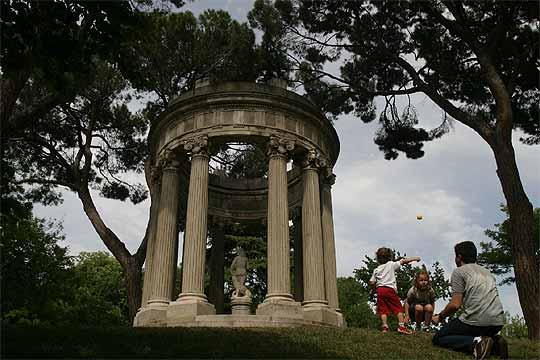 Templo Del Amor En El Parque Del Capricho De La Alameda