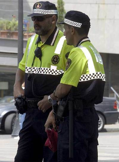 la guardia urbana de barcelona estrena uniforme