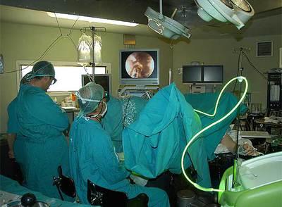 Los mejores hospitales donde se opera la próstata con un centro láser